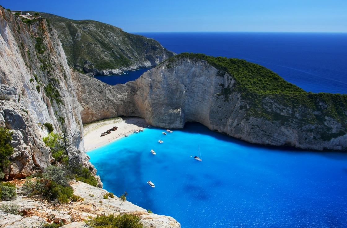 navagio-zante-navagio-the-most-famous-beach-on-zakynthos-island-with-shipwreck-and-anchoring-boats-greece-ionian-islands-208-01c4