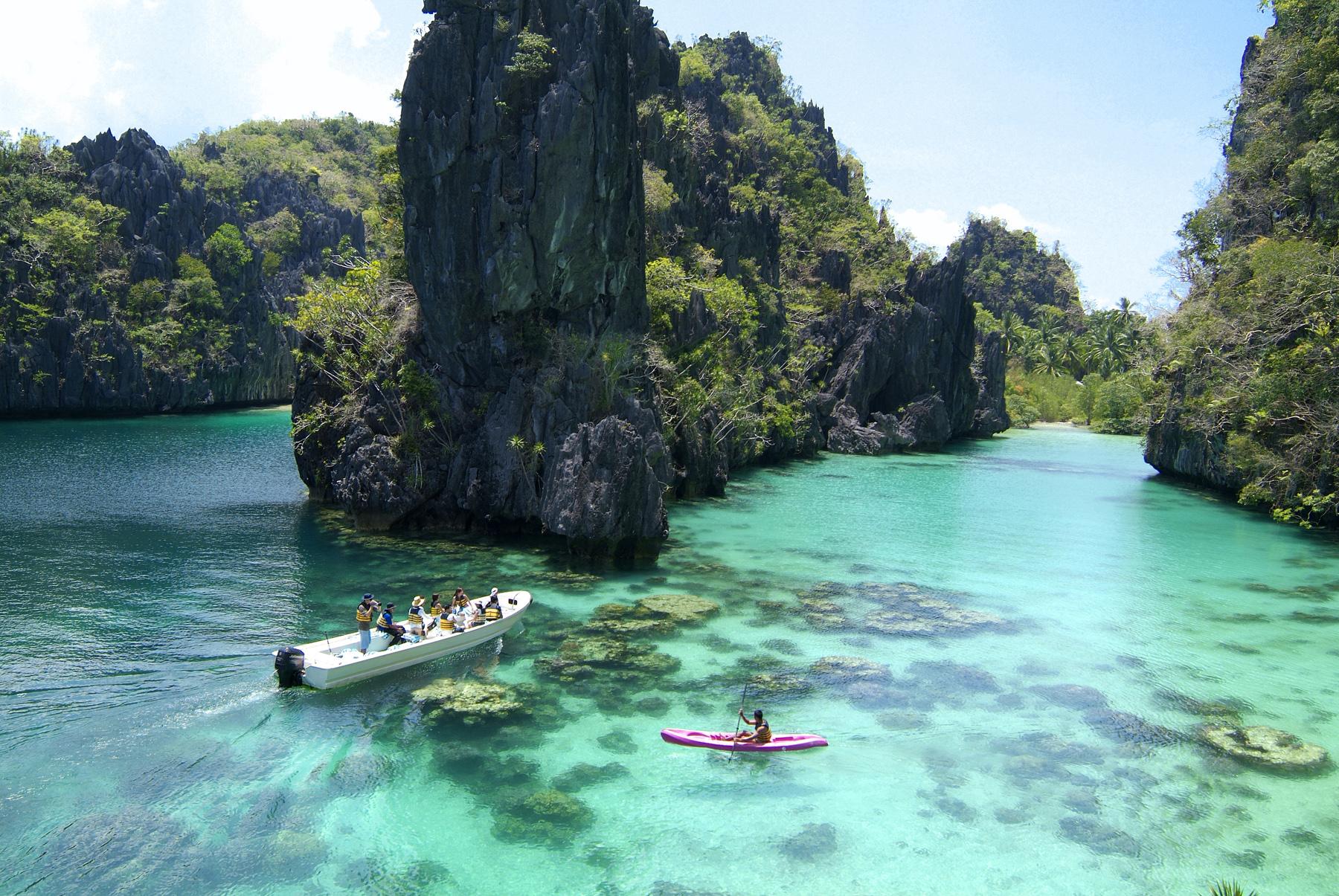 El-Nido-Resorts-Activities-Kayaking-at-the-Big-Lagoon[1]